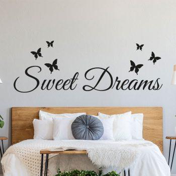 muursticker-slaapkamer-sweet-dreams-zwart-wit-ideeen-leuk-DIY-hoofdbord-boven-bed