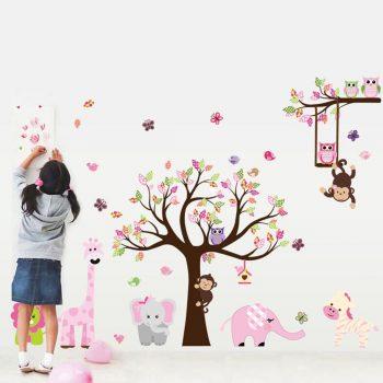 Muursticker-boom-met-dieren-(roze)
