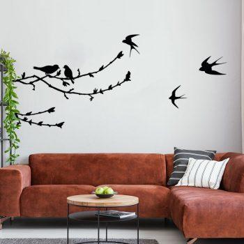 muursticker-vogels-op-tak-boom-woonkamer-bank-boven-wandstickers-sticker