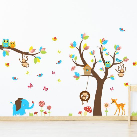 muursticker-boom-met-dieren-hert,-olifant-aapjes-uilen-vogels-vlinders-bloemen-bruin-kleurrijk-geel-blauw-roodkinderkamer