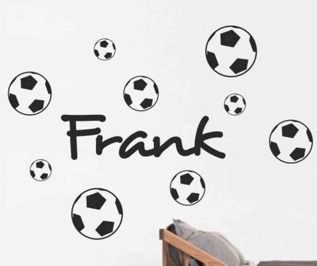 eigen-naam-voetballen-muursticker-stoer-kinderkamer
