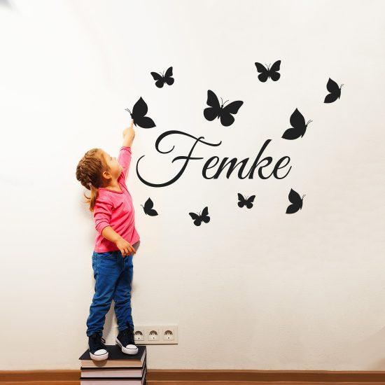 naam-muursticker-met-vlinders-kinderkamer-kleur-zwart-wit-roze