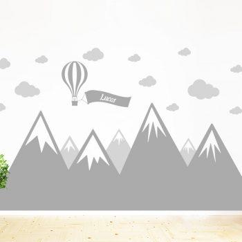 muursticker-bergen-babykamer-naam-luchtballon-wolken-kinderkamer