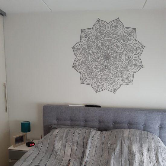 muursticker mandala slaapkamer bed hoofd boven ideeen inspiratie verven yoga namaste