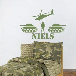 Afbeelding van muursticker met een tank, helikopter en soldaat